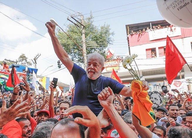 Lula da Silva anuncia que se entregará a la justicia.
